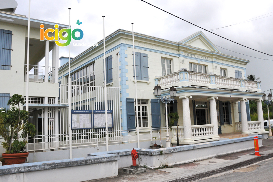 Click to enlarge image mairie-de-port-louis.jpg