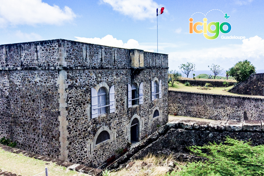 Click to enlarge image batiment-fort-napoleon-les-saintes-ok2.jpg