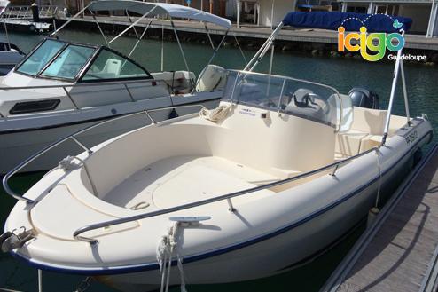 location bateau moteur avec permis coque dure st fran ois. Black Bedroom Furniture Sets. Home Design Ideas